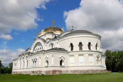 Weiße orthodoxe Kirche Stockfotos