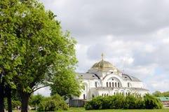Weiße orthodoxe Kirche Lizenzfreies Stockbild