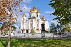 Weiße orthodoxe Kirche Stockfoto
