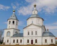 Weiße orthodoxe Kirche Stockfotografie
