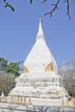 Weiße Pagode in Thailand lizenzfreie stockfotografie