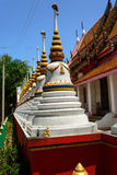 Weiße Pagode an Thailand-Tempel Stockbilder