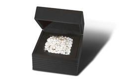 Weiße Perlen im Flugschreiber auf weißem Hintergrund Stockbild