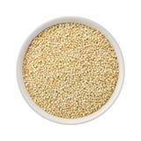 Weiße Perlen-Quinoa in einer keramischen Schüssel Lizenzfreies Stockfoto
