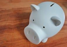 Weiße Piggy Querneigung Lizenzfreie Stockfotografie