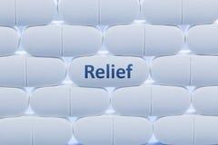 Weiße Pillen mit dem Wort ` Entlastung ` Lizenzfreie Stockbilder