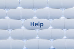 Weiße Pillen mit dem Wort ` Hilfen-` Stockbild
