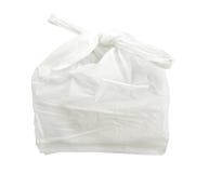 Weiße Plastiktasche lokalisiert auf weißem Hintergrund mit Beschneidungspfad lizenzfreie stockfotografie