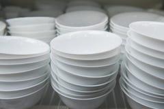 Weiße Platten schließen oben Stockfoto