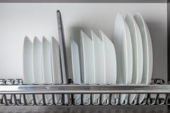 Weiße Platten und Tablette Lizenzfreie Stockfotos