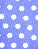 Weiße Punkte, blauer Hintergrund Stockfotografie