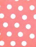 Weiße Punkte, rosafarbener Hintergrund Stockfotos