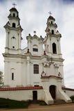 Weiße Römisch-katholische Kirche stockbilder
