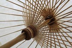 Weiße Regenschirme Lizenzfreies Stockfoto