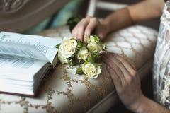 Weiße Rosen des Blumenstraußes Stockbild
