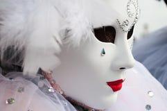 Weiße rote Venedig-Maske Stockfotos