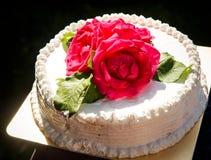 Weiße sahnige köstliche Kuchennahaufnahme Stockfotografie