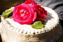 Weiße sahnige köstliche Kuchennahaufnahme Stockfoto