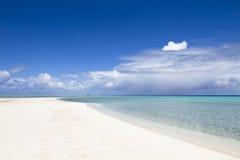 Weiße Sandstrand- und -türkislagune Lizenzfreie Stockfotografie