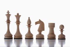 Weiße Schachstücke Stockfotos