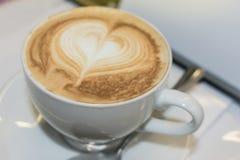 Weiße Schale Cappuccino Lizenzfreies Stockfoto