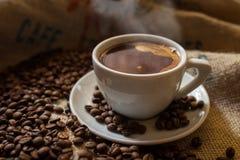 Weiße Schale schwarzer Kaffee Stockfotografie