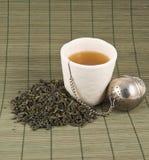 Weiße Schale schwarzer Tee Lizenzfreie Stockfotografie