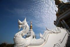 Weiße Schlangenstatue Lizenzfreies Stockbild