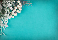Weiße Schneeflocken auf einem blauen Hintergrund Stockfoto