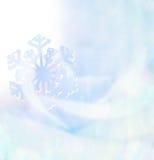 Weiße Schneeflocken auf einem blauen Hintergrund Schneeflocken auf blauem weichem Ton Lizenzfreie Stockfotos