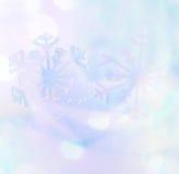 Weiße Schneeflocken auf einem blauen Hintergrund Schneeflocken auf blauem weichem Ton Lizenzfreie Stockfotografie