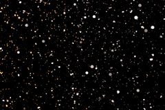 Weiße Schneeflocken auf einem schwarzen Hintergrund Lizenzfreie Stockbilder