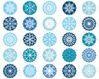 Weiße Schneeflockenverzierungen in den blauen Kreisen lizenzfreie abbildung