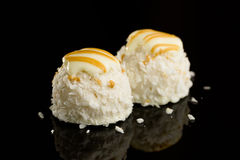 Weiße Schokoladenkugeln der Kokosnuss Lizenzfreie Stockfotos