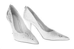 Weiße Schuhe der Braut Lizenzfreie Stockfotografie