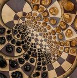 Weiße schwarze Zahlen runder gewundener Quadratspiraleneffekt des abstrakten hölzernen Schachschreibtisches Schachbrett-Schreibti stock abbildung