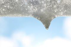 Weiße Seifenblase und der Tropfen des Sonnenscheins Lizenzfreies Stockfoto