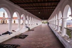 Weiße spanische Kolonialarchitektur am La Recoleta in Sucre, Bolivien stockbild