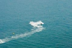 Weiße Spurenwassermotorräder Stockfoto