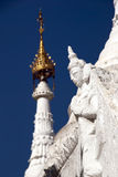 Weiße Statue in Sandamuni-Pagode Stockfotografie