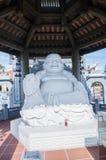 Weiße Statue von Buddha Stockfoto