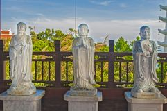 Weiße Statue von Buddha Stockbilder