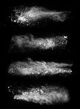 Weiße Staubabsaugung auf schwarzem Hintergrund Stockfotos