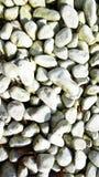Weiße Steine mit glatter Oberfläche Stockfotos