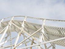 Weiße Straße hoch im Himmel Stockfoto