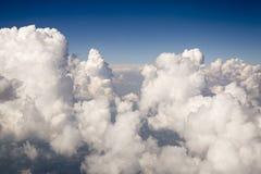 Weiße strukturierte Wolken Lizenzfreie Stockfotos