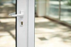 Weiße Tür und Fenster Lizenzfreie Stockbilder