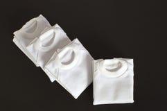 Weiße T-Shirts gefaltet getrennt Lizenzfreies Stockbild