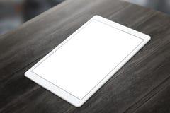 Weiße Tablette auf Holztisch mit weißem Schirm für Modell Stockfotos