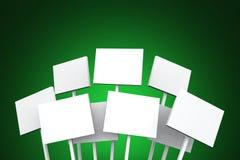 Weiße Tabletten auf grünem Hintergrund Lizenzfreie Stockfotografie